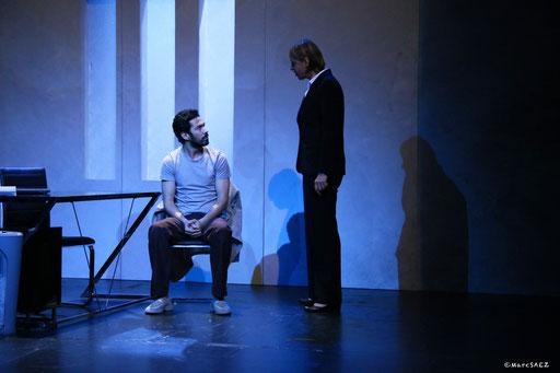 Pascale denizane et Helmi Dridi dans À NU adaptation et Mise en scène Marc SAEZ au Vingtième théâtre