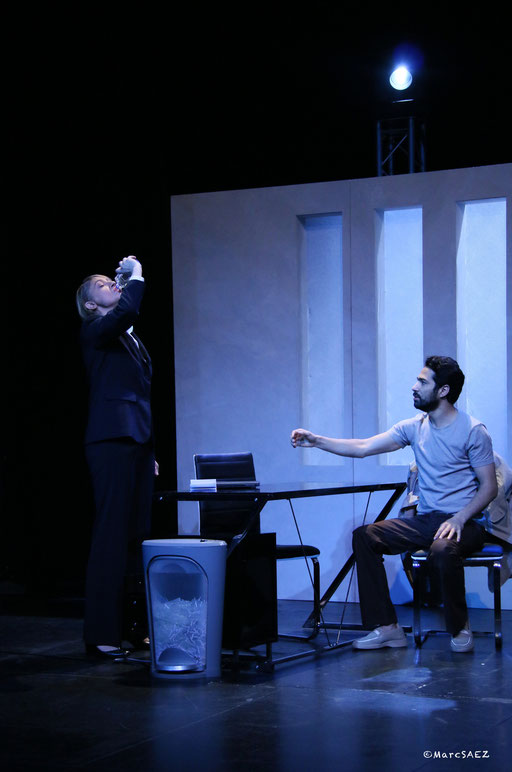 Pascale denizane, Helmi Dridi dans À NU adaptation et Mise en scène Marc SAEZ au Vingtième théâtre