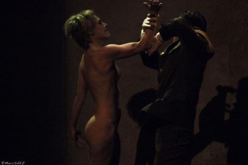 , Véronique Picciotto et Anatole Thibault dans À NU adaptation et Mise en scène Marc SAEZ au Vingtième théâtre