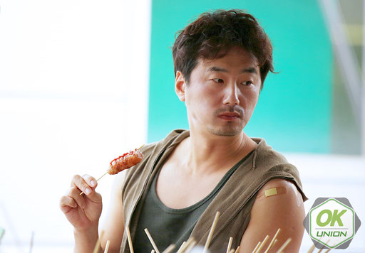 カン・ドンタク役のリュ·スンスさん-2