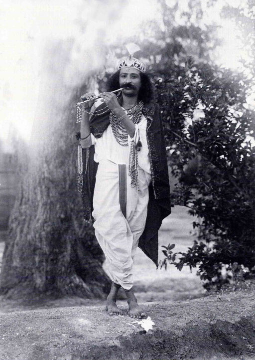 1928 : Meher Baba as Lord Krishna in Toka, India. Courtesy of LM p. 1031