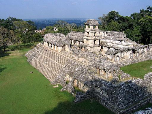 Großer Palast des Herrschers des Stadtstaates Palenque. Er wurde mit einem Turm versehen, der als Observatorium diente.