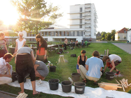 c'mon c'mmons stool workshop with the participants of the bauhaus summerworkshop 'wohnapparate-jetzt' + bbq