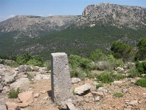 Al fondo el Morron de Espuña - 1583m y el Pedro López
