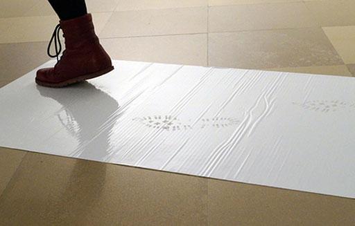 Bild:Rauminstallation,aus zwei Teilen, Staub-Stopp-Matte und Staubschutzwand mit Reißverschluss