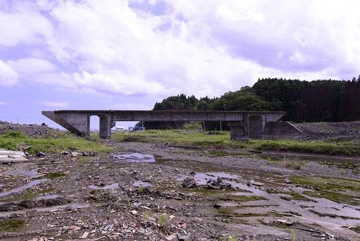 津波で破壊された三陸鉄道(清水浜駅付近宮城))