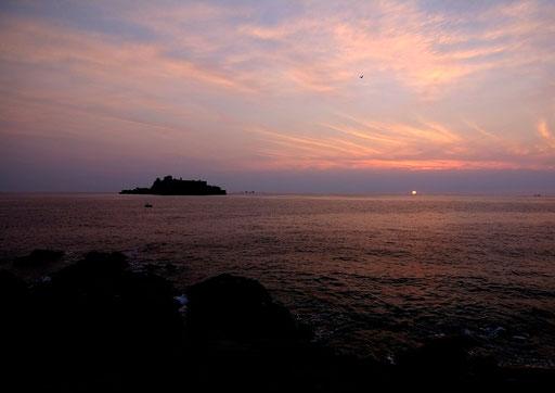 日の入りの軍艦島