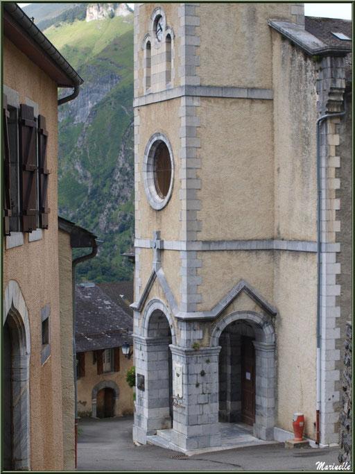 Eglise Saint Laurent et son proche d'entrée, village d'Aas, Vallée d'Ossau (64)