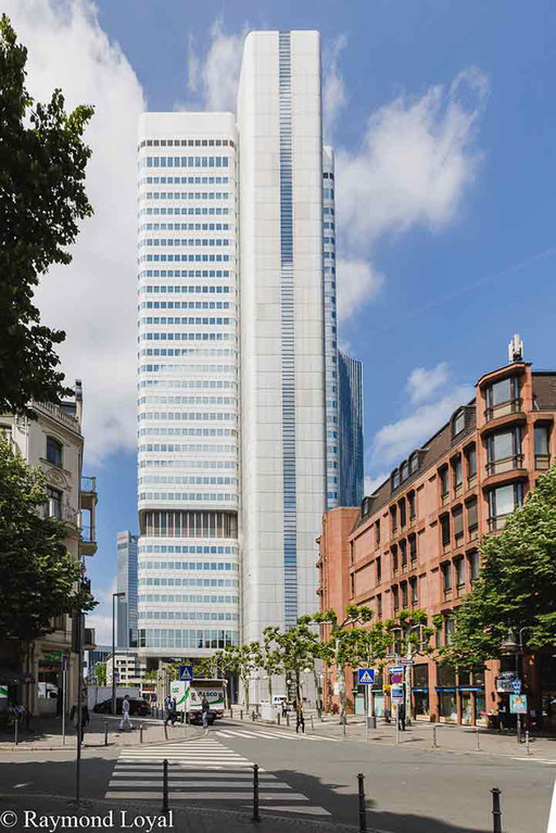 frankfurt city skyline image