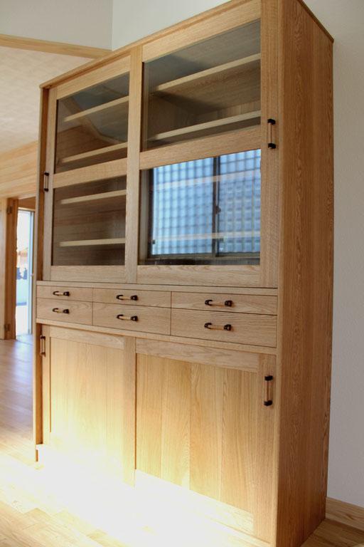 大きな引き違い戸の食器棚(八王子市・U様邸)