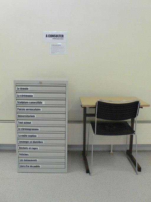 Ouvrez les tiroirs! Il se trouve à la bibliothèque de Lettres