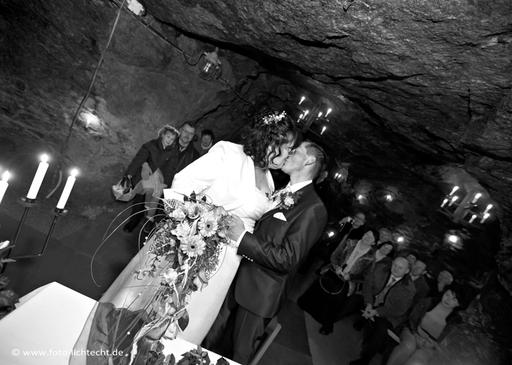 Bergbau, Untertage, Markus-Röhling Stolln, Hochzeit, Brautpaar, Trauung, Kuss