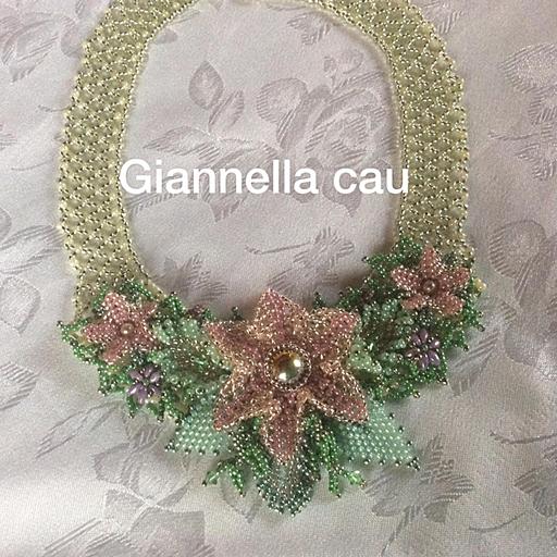 Collier fiori con Swarovski e perline di Boemia
