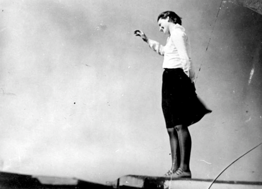 Ivana Tomljenovic on the roof of the bauhaus 1929/30. Foto: Naftali Avnon (Rubinstein)