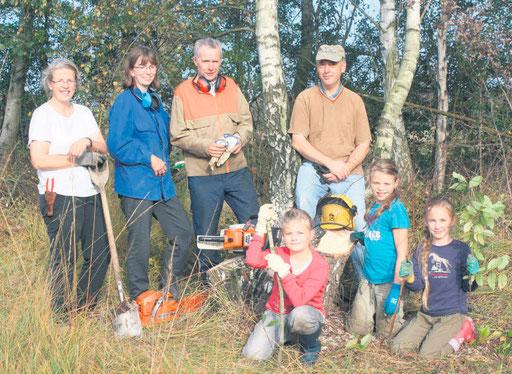 Unterwegs in Sachen Naturschutz: Wolfgang Welle und Klaus Thiele (hinten rechts) sind ein eingespieltes Team