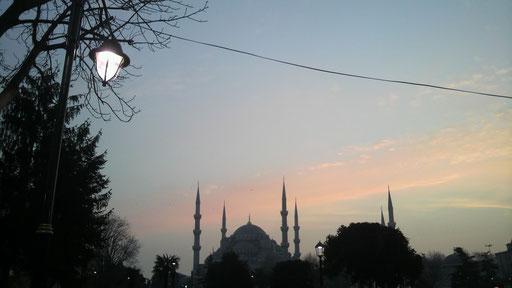 イスタンブールに夜が来る