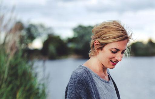 Psychologin und systemische Paartherapeutin Julia Schneider in eigener Praxis für Paartherapie in Darmstadt und online