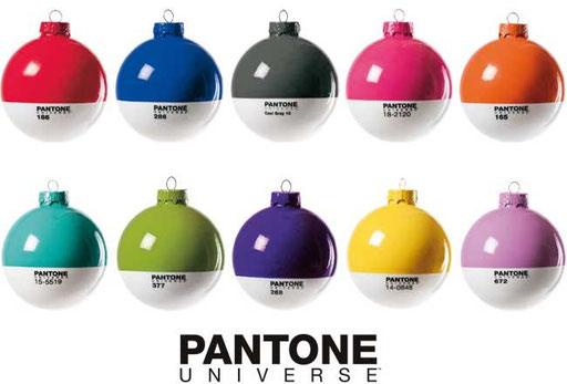 Pantone-Weihnachtskugeln