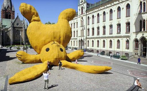 großer gelber Hase