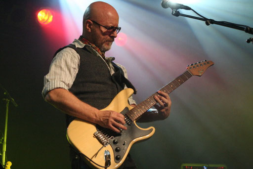 ANDY POWELL gastiert mit WISHBONE ASH am 26.1. in Bochum. Fotos: Niels Holger Schmidt
