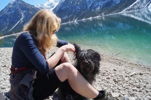Sonne, Schnee und ein See in Österreich auf dem Weg zu Fleurs Tochter Baiba
