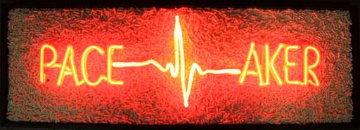 Pacemaker, 2015, 43x123x10 cm, tube dia. 12&15mm, transp./néon, billes de verres, technique mixte sur bois.