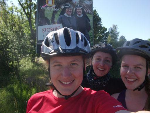 Ankunft in Vadstena: Anna Nick, Ruth Henkenius und Lena Puscher.