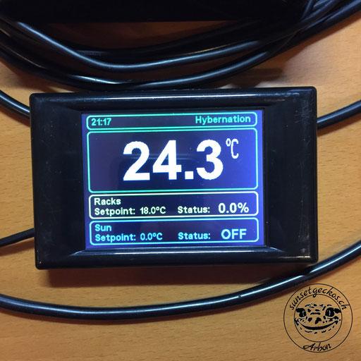 Thermostat und Zeitschaltuhr für Reptilien im Terrarium in einem Produkt: die MicroClimate Evo