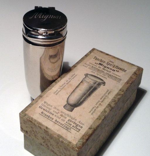 Sehr elegante Taschenspuckflasche von Poncet aus Metall