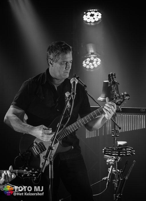 Dirk Boeckmans        /      Gitaar en zang