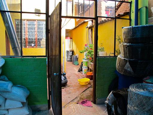 das Hostal in Quiquijana...beim Dorf-Kramer im Hinterhof....