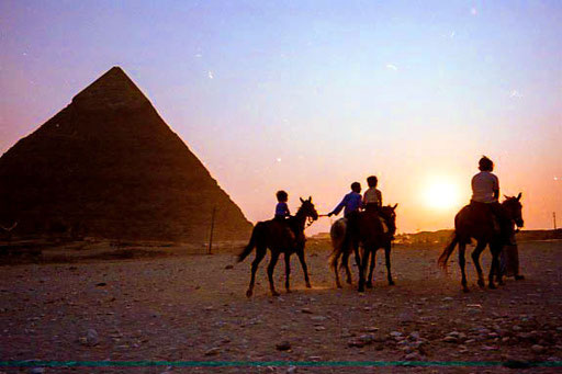 die blaue Stunde an den Pyramiden