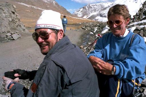 Andi und Karin Heckmair am Karo-la-Pass - 5.020 m hoch