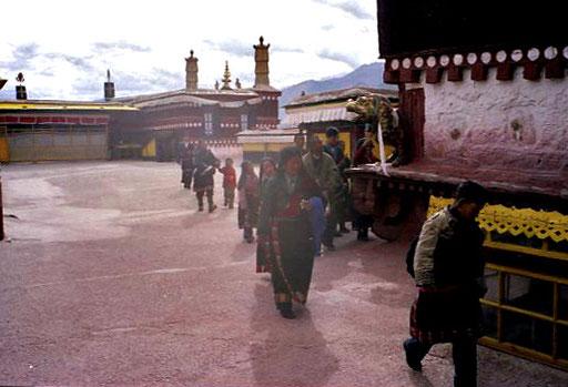 alle streben zur wundervoll ausgestatteten Maitreya Kapelle