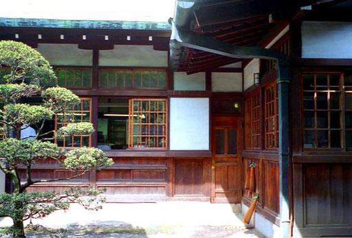 friedlich der Innenhof von Yasukuni-Schreins