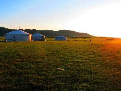 der Abend sengte sich über das Jurten-Camp