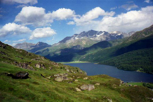Blick hinüber zum Corvatsch und auf den Silser-See