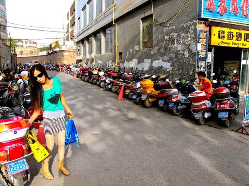 mit den in Sackstrassen in Reih und Glied geparkten e-Bikes ging es endlich heimwärts