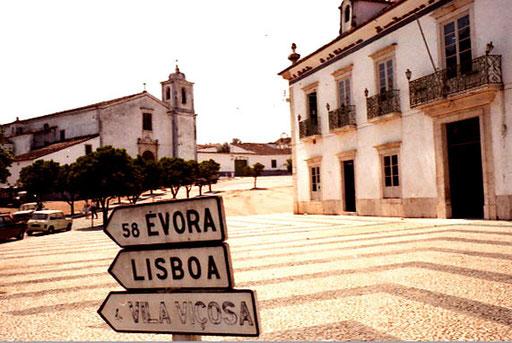 in Estremoz - das erste Wegschild nach Lisboa