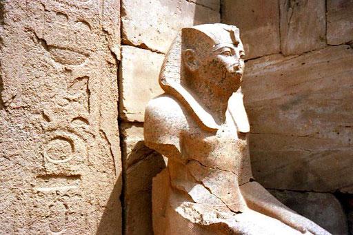 beschädigte Statue - heute eahrscheinlich in einem Museum