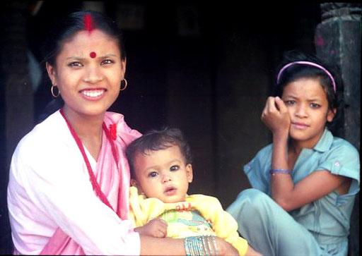 """eine Hindi-Frau mit einem frischen """"Tika"""" auf der Stirn"""