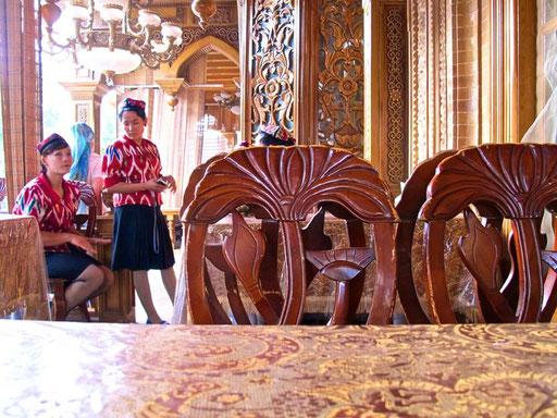 die besten Schaschliks von Kashgar und die schönsten Bedienungen gab es in diesem Restaurant