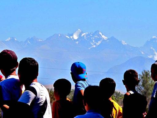 die schneebedeckten Berge des Tia-Shan