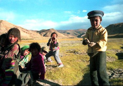 die übliche Abend-Vorstellung der tibetischen Kinder