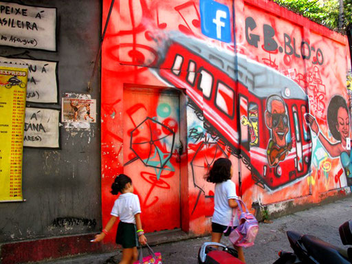 Graffiti zum Strassenbahn Unglück in Rio 2011