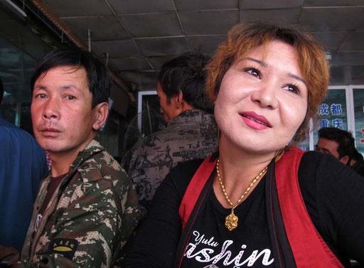 am Bus-Terminal vom Kashgar checkte ich meine Rückreise-Optionen nach Kirgistan