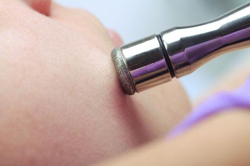 La belle Kosmetikstudio Mikrodermabrasion Detail Behandlung Haut Gesicht