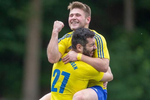 Die FC-Elf feiert einen Sieg im letzten Spiel beim GSV Langenfeld und bejubelt den 2. Tabellenplatz (Foto: 1. FC Solingen Media Team)