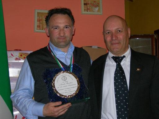Il presidente dell'A.O.M. Alberto Sanpaolesi con il Campione del mondo Daniele Bianchini