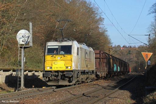 186 178 mit EZ 44424 Saarbrücken Rbf West - Forbach/F (Gevrey) (Sdl. Frachten, Testzug für Neuverkehr ab 2014), 02.12.13